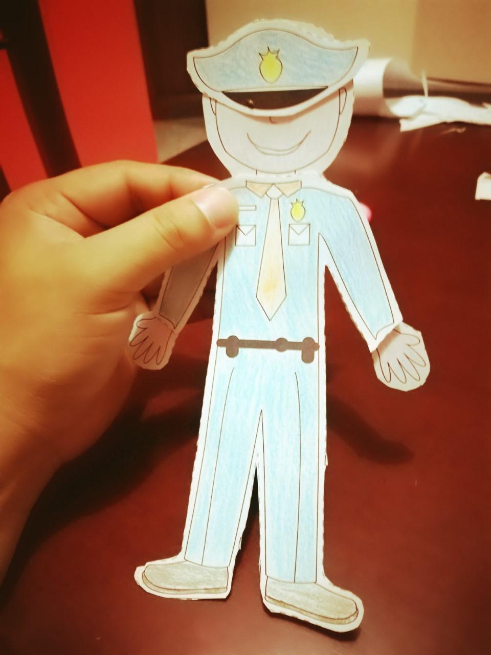 Muñeco de papel con profesiones pdf
